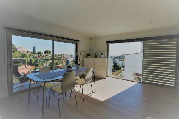 67714003 2455016 foto 305143 1 600x400 - Elegante y luminosa casa en Benalmádena (Málaga)
