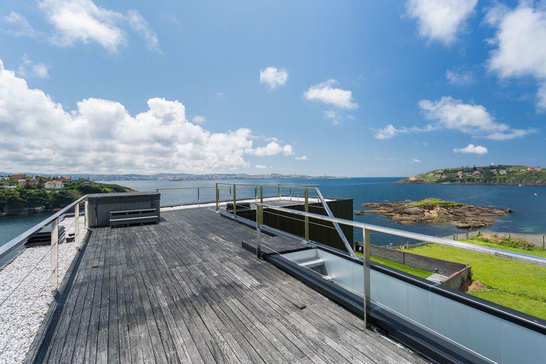 68044167 2216350 foto 416865 - Arquitectura, entorno privilegiado y una biblioteca de ensueño en esta villa en Oleiros (La Coruña)