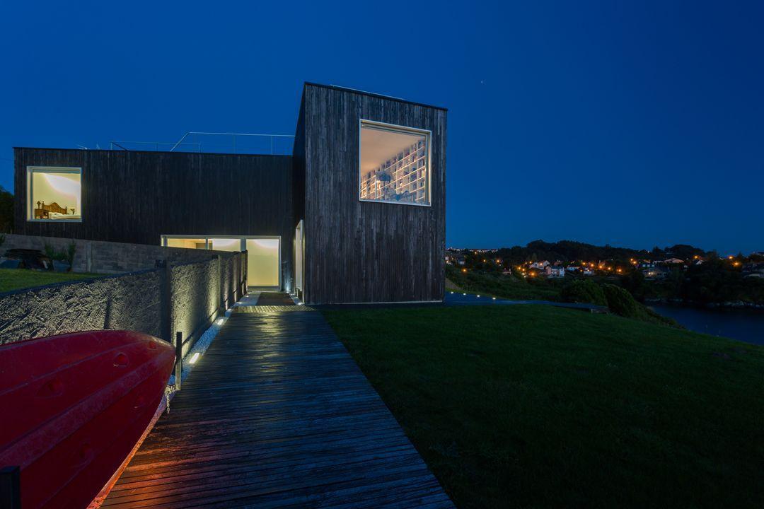 68044167 2216350 foto 429739 - Arquitectura, entorno privilegiado y una biblioteca de ensueño en esta villa en Oleiros (La Coruña)