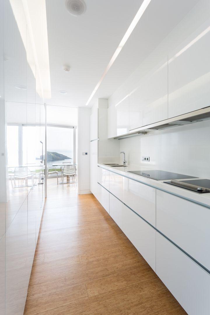 68044167 2216350 foto 577172 - Arquitectura, entorno privilegiado y una biblioteca de ensueño en esta villa en Oleiros (La Coruña)