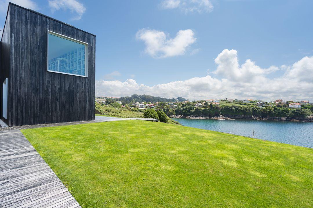 68044167 2216350 foto 683125 - Arquitectura, entorno privilegiado y una biblioteca de ensueño en esta villa en Oleiros (La Coruña)