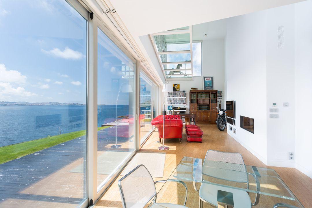 68044167 2216350 foto 969925 - Arquitectura, entorno privilegiado y una biblioteca de ensueño en esta villa en Oleiros (La Coruña)