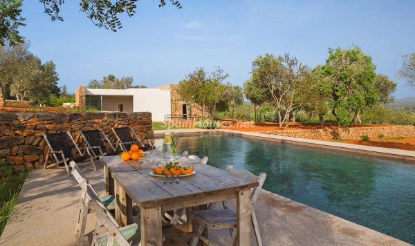 68532389 2130392 foto 058741 600x356 - Contempla el paraíso natural único que rodea esta casa en Santa Eulalia del Río, Ibiza