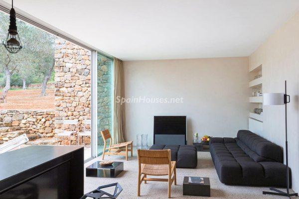 68532389 2130392 foto 181346 600x400 - Contempla el paraíso natural único que rodea esta casa en Santa Eulalia del Río, Ibiza