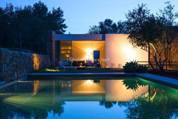 68532389 2130392 foto 223418 600x400 - Contempla el paraíso natural único que rodea esta casa en Santa Eulalia del Río, Ibiza