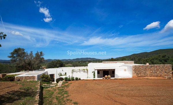 68532389 2130392 foto 305546 600x364 - Contempla el paraíso natural único que rodea esta casa en Santa Eulalia del Río, Ibiza