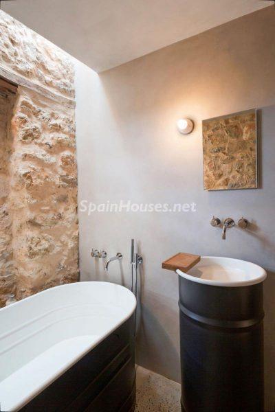 68532389 2130392 foto 324605 400x600 - Contempla el paraíso natural único que rodea esta casa en Santa Eulalia del Río, Ibiza