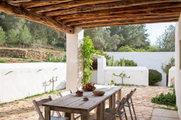 68532389 2130392 foto 865811 600x400 - Contempla el paraíso natural único que rodea esta casa en Santa Eulalia del Río, Ibiza