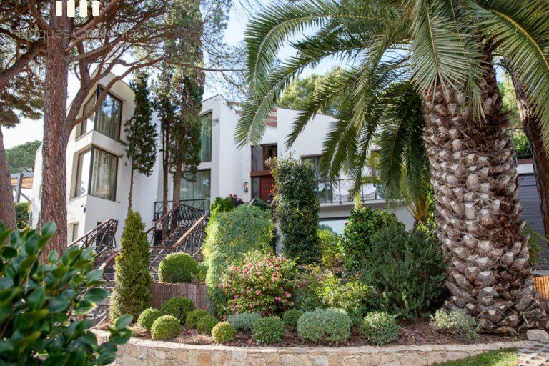 Costa, color y diseño protagonizan esta increíble casa en Sant Antoni de Calonge, Girona