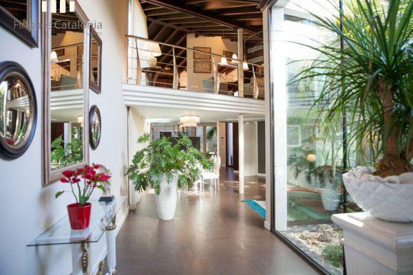 69139159 2216106 foto 206385 600x400 - Costa, color y diseño protagonizan esta increíble casa en Sant Antoni de Calonge, Girona