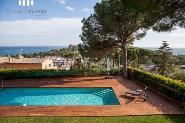 69139159 2216106 foto 288907 600x400 - Costa, color y diseño protagonizan esta increíble casa en Sant Antoni de Calonge, Girona