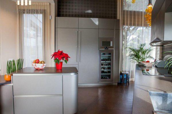 69139159 2216106 foto 460173 600x400 - Costa, color y diseño protagonizan esta increíble casa en Sant Antoni de Calonge, Girona