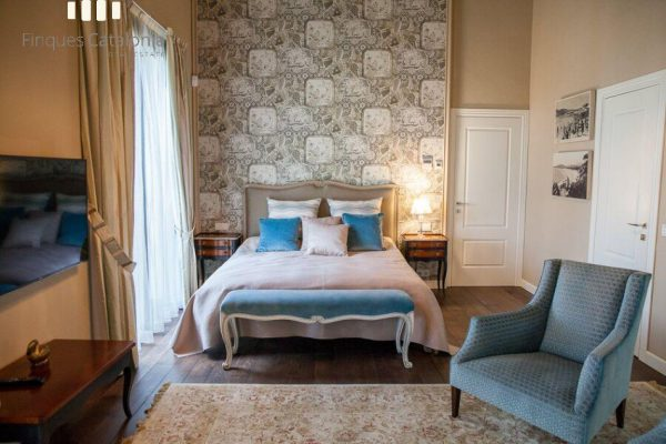 69139159 2216106 foto 774110 1 600x400 - Costa, color y diseño protagonizan esta increíble casa en Sant Antoni de Calonge, Girona