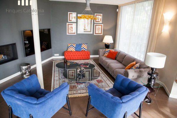 69139159 2216106 foto 820706 600x400 - Costa, color y diseño protagonizan esta increíble casa en Sant Antoni de Calonge, Girona