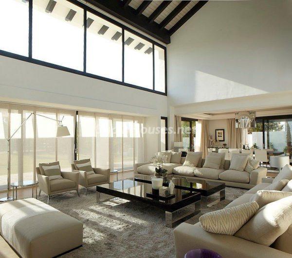 69140074 2209537 foto 481328 600x531 - El estilo decorativo definitivo lo tiene esta lujosa villa en Marbella