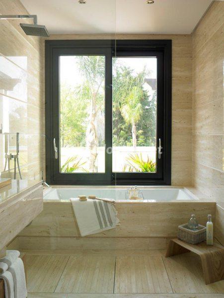 69140074 2209537 foto 832078 451x600 - El estilo decorativo definitivo lo tiene esta lujosa villa en Marbella