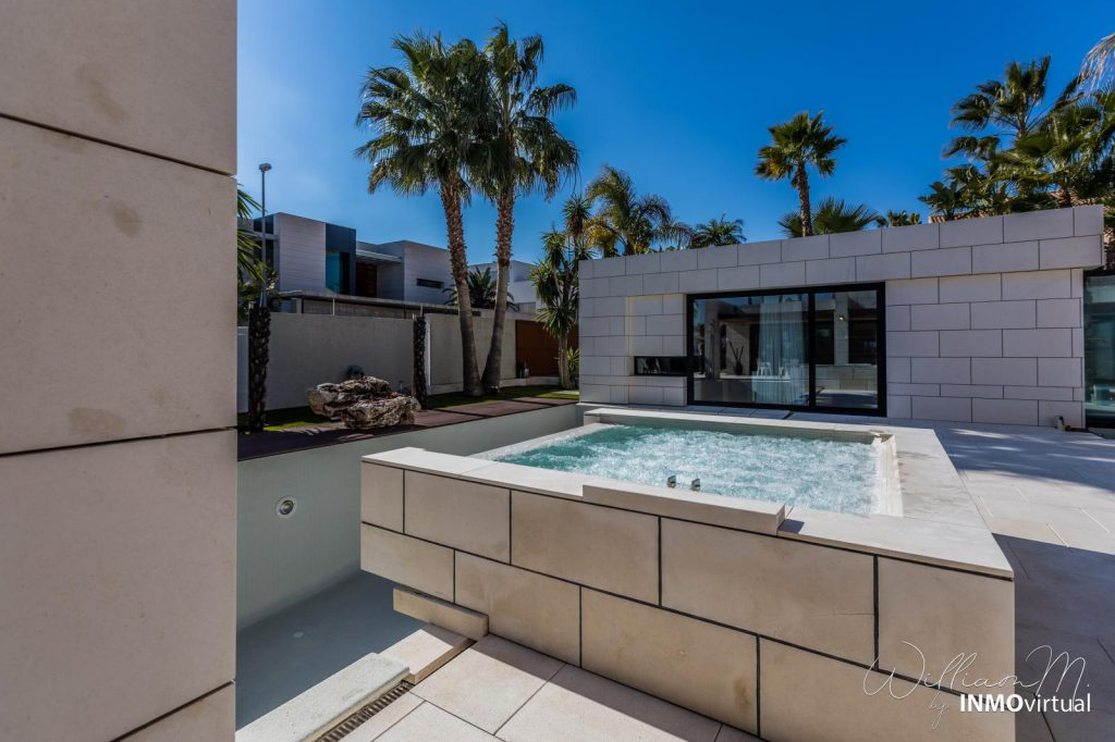 69739038 2311171 foto73949285 1024x682 - Diseño de resort de lujo en este majestuoso y moderno chalet independiente en El Puntal (Murcia)
