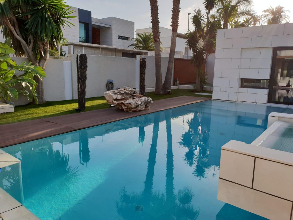 69739038 2311171 foto84013465 1024x768 - Diseño de resort de lujo en este majestuoso y moderno chalet independiente en El Puntal (Murcia)