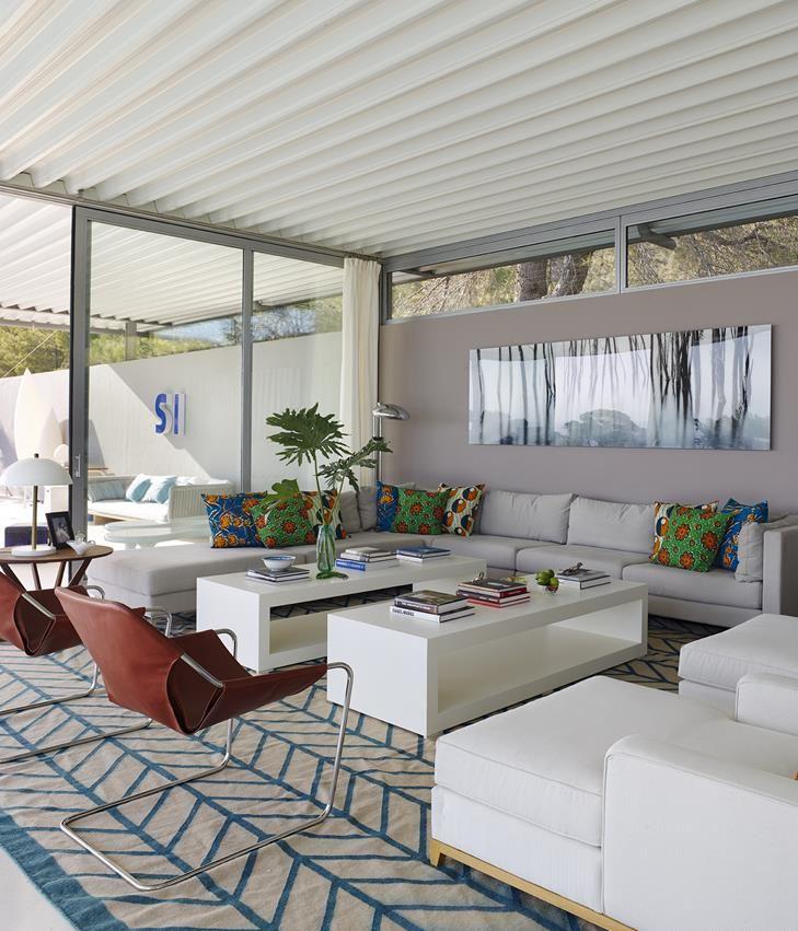 7 21 - Casa de blanco y azul en Cala Carbó, Ibiza: serena belleza abierta al Mediterráneo