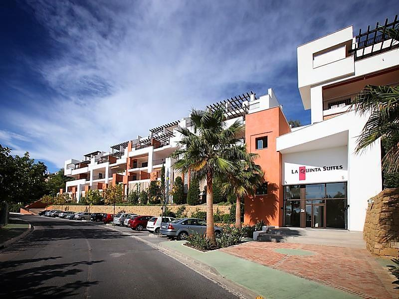 70883400 2539761 foto87038672 - Lujo a precio de ocasión en este piso en San Pedro de Alcántara, Marbella