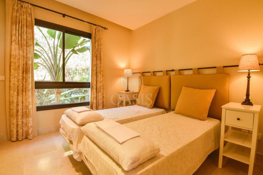 70883400 2539761 foto88256219 1024x682 - Lujo a precio de ocasión en este piso en San Pedro de Alcántara, Marbella
