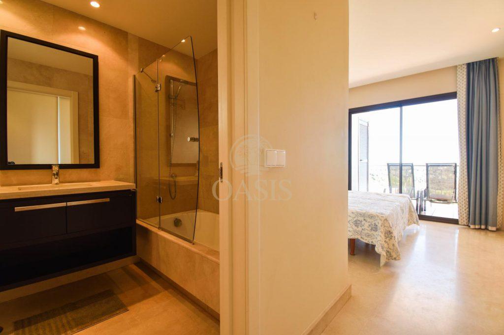 70883400 2539761 foto88256221 1024x682 - Lujo a precio de ocasión en este piso en San Pedro de Alcántara, Marbella