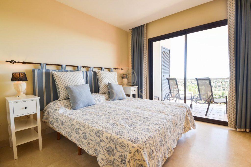 70883400 2539761 foto88256225 1024x682 - Lujo a precio de ocasión en este piso en San Pedro de Alcántara, Marbella
