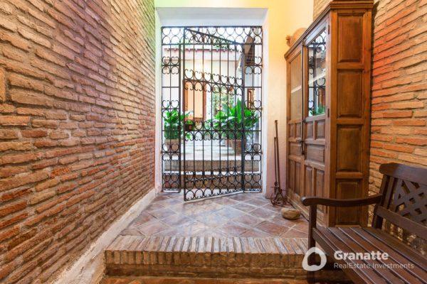70910415 2474014 foto83077440 600x400 - Vivir en una joya arquitectónica con vistas a la Alhambra (Granada)