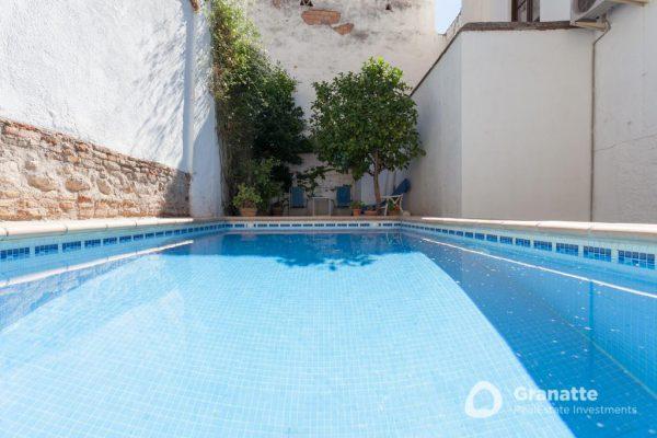 70910415 2474014 foto83077639 600x400 - Vivir en una joya arquitectónica con vistas a la Alhambra (Granada)