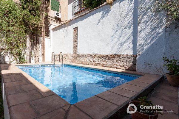 70910415 2474014 foto83077688 600x400 - Vivir en una joya arquitectónica con vistas a la Alhambra (Granada)