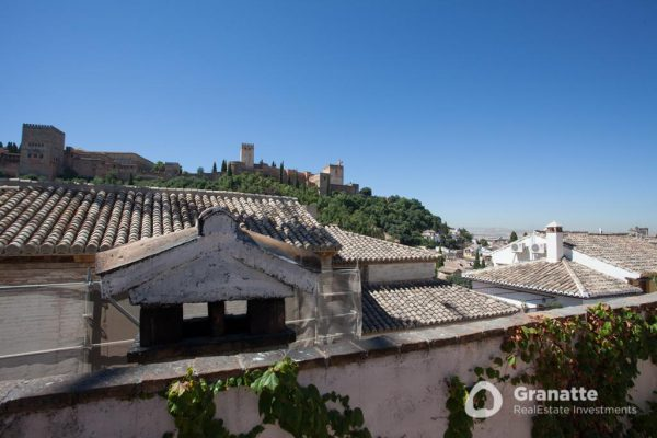70910415 2474014 foto83077774 600x400 - Vivir en una joya arquitectónica con vistas a la Alhambra (Granada)