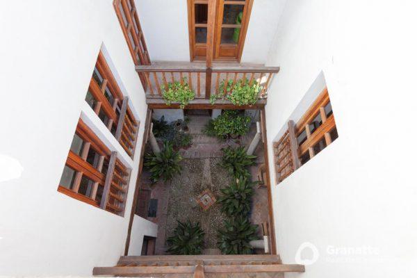 70910415 2474014 foto83077819 600x400 - Vivir en una joya arquitectónica con vistas a la Alhambra (Granada)