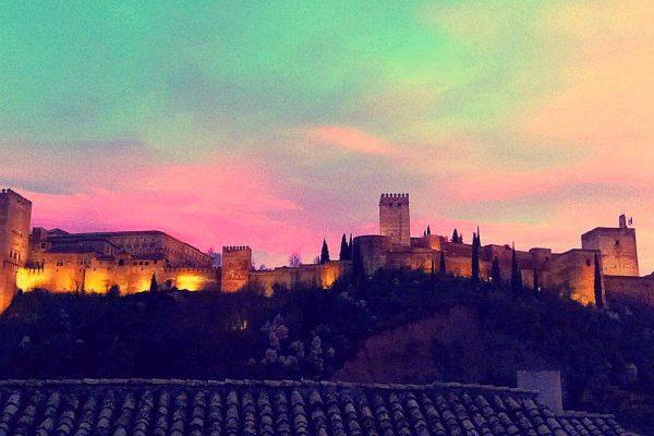 70910415 2474014 foto83078059 600x400 - Vivir en una joya arquitectónica con vistas a la Alhambra (Granada)