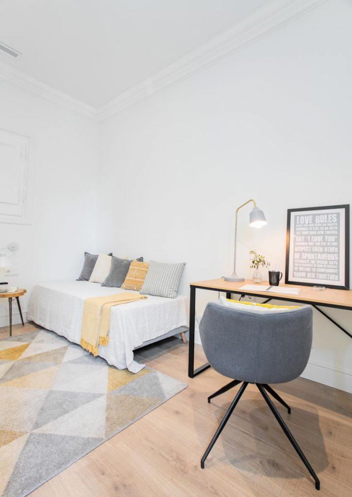 71836161 2505148 foto105793915 725x1024 - Estilo soft en un precioso piso lleno de luz y detalles en Dreta de l'Eixample (Barcelona)