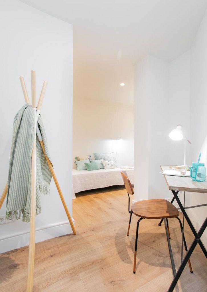 71836161 2505148 foto105793919 726x1024 - Estilo soft en un precioso piso lleno de luz y detalles en Dreta de l'Eixample (Barcelona)