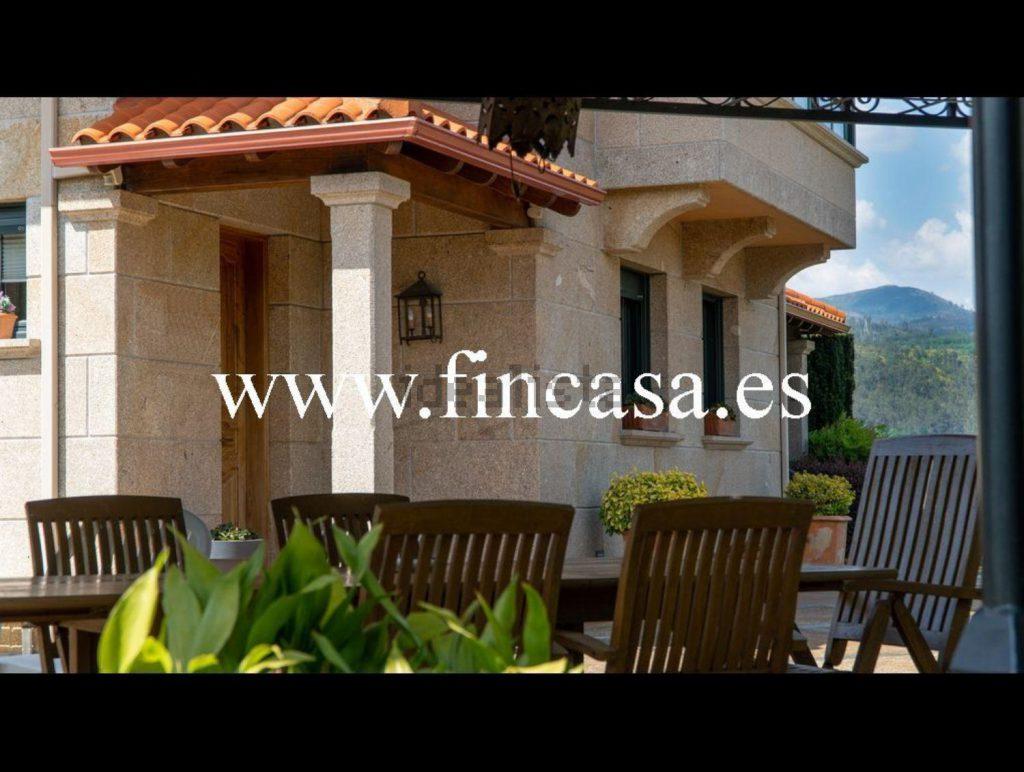 72058107 2538013 foto86929808 1024x772 - Lujo, tranquilidad y aguas termales en una villa en Mondariz (Pontevedra)