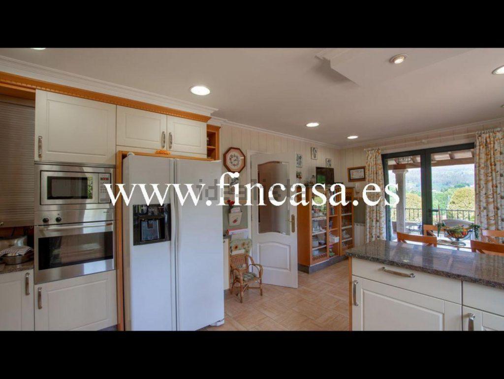 72058107 2538013 foto86929812 1024x771 - Lujo, tranquilidad y aguas termales en una villa en Mondariz (Pontevedra)