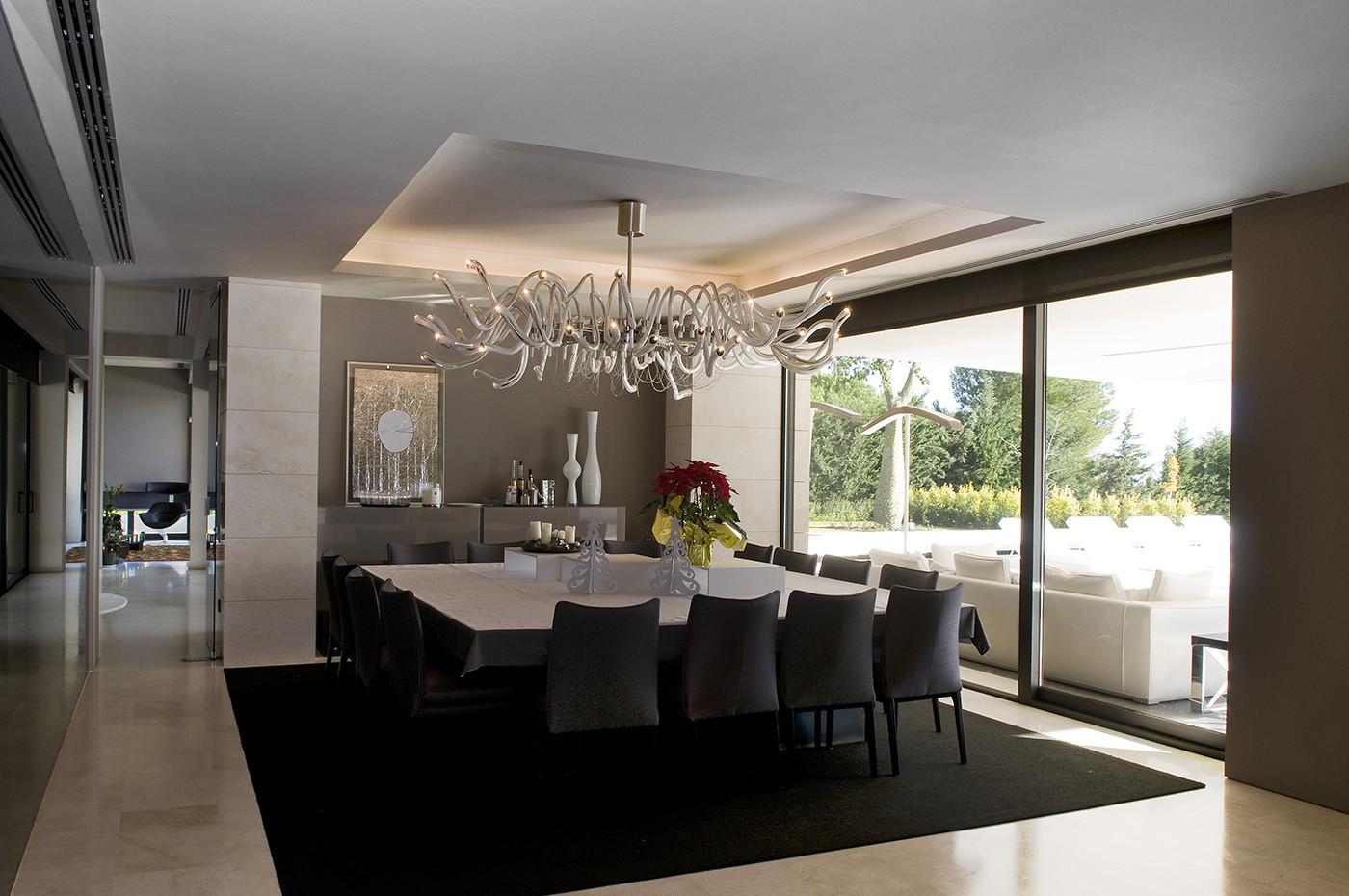 725 - Espectacular, imponente y lujosa casa de diseño en Puerto Banús (Marbella, Costa del Sol)
