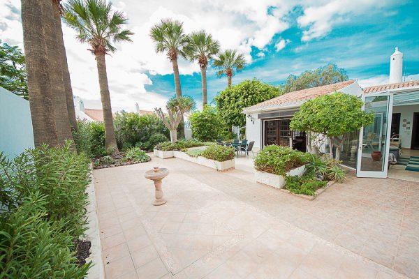 72680830 2637943 foto 896291 600x400 - Fantástica casa con piscina cubierta y un hermoso jardín en San Miguel de Abona (Tenerife)