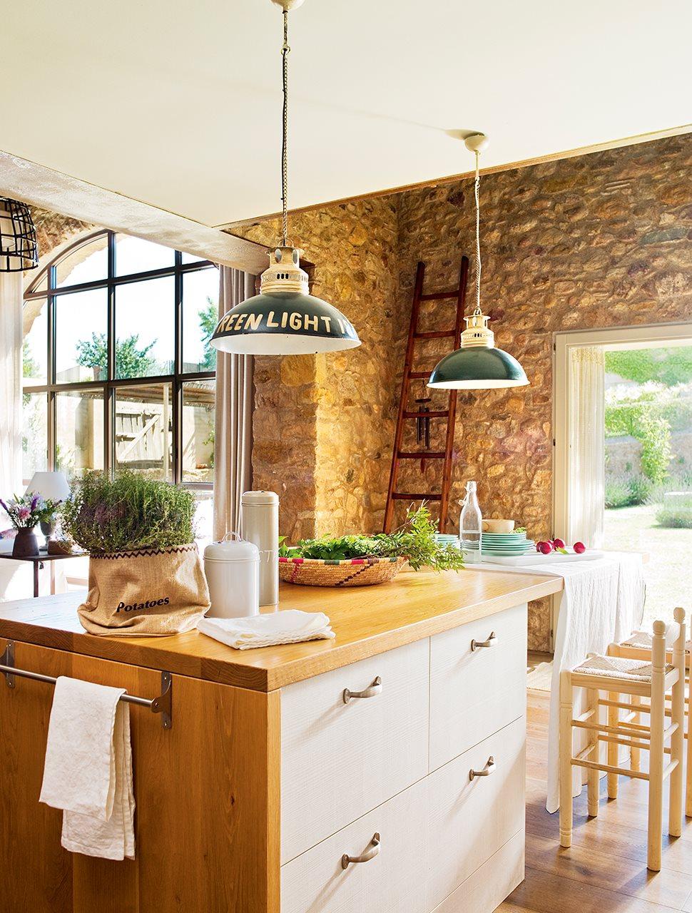 727 - De antiguo pajar a una casa con verdadero encanto en la costa del Ampurdán (Girona)