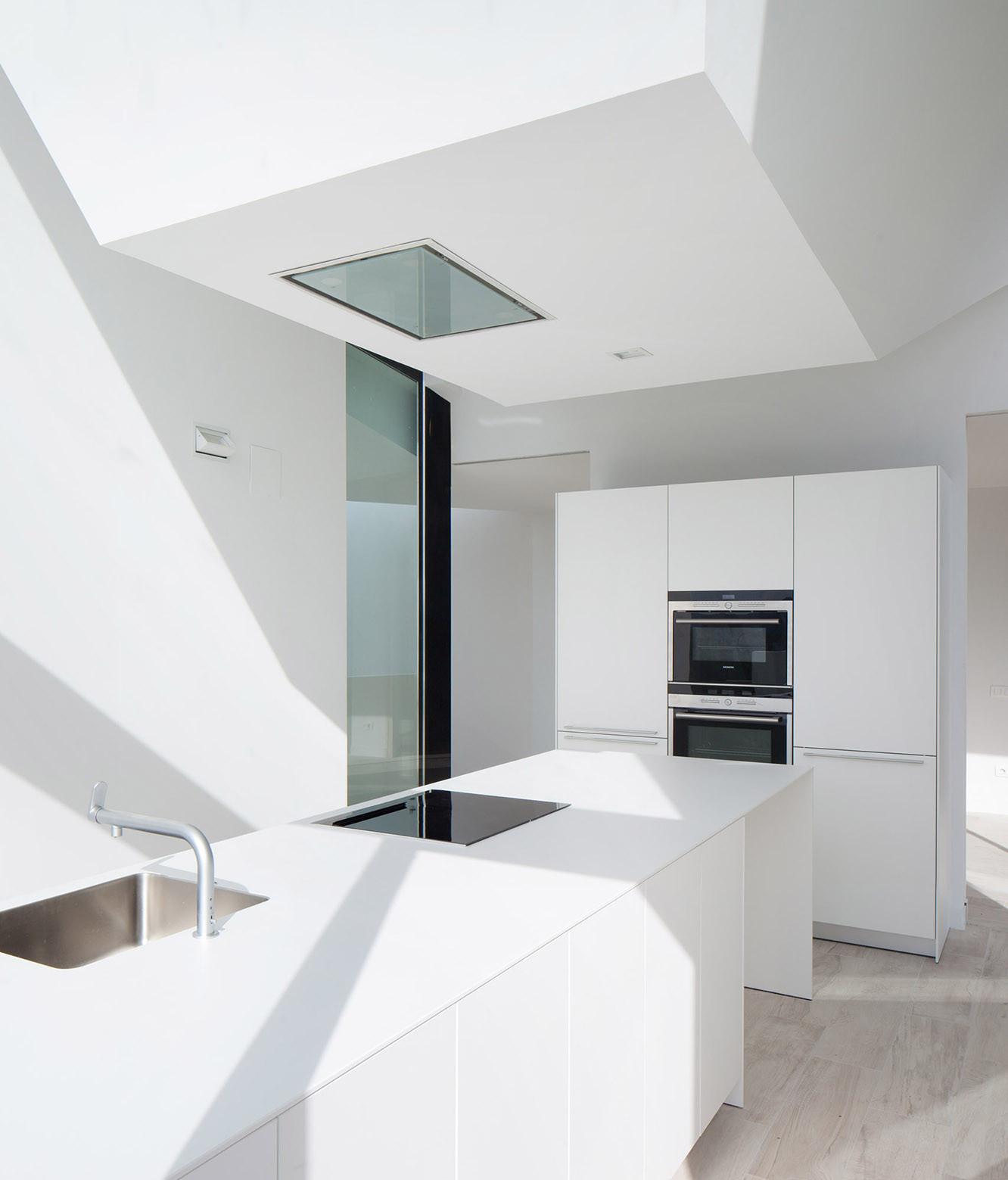 732 - Diseño tentacular y luminoso ambiente minimalista en Castellcir, Barcelona