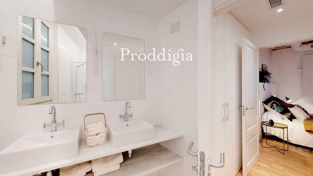 73414131 2737104 foto 254628 1024x576 - Si eres amante del mid-century moderno tu piso perfecto esta en Barcelona