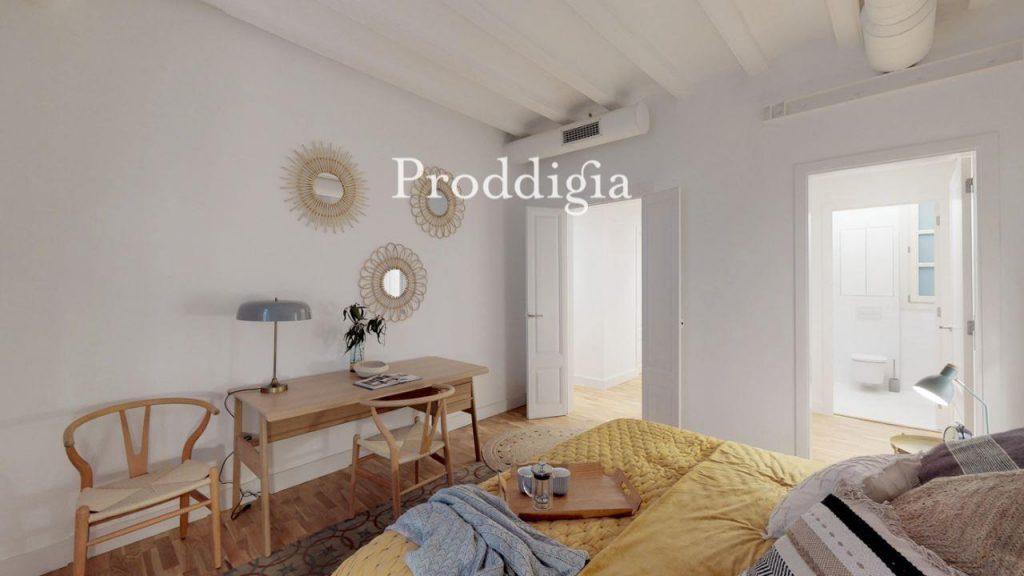 73414131 2737104 foto 405422 1024x576 - Si eres amante del mid-century moderno tu piso perfecto esta en Barcelona