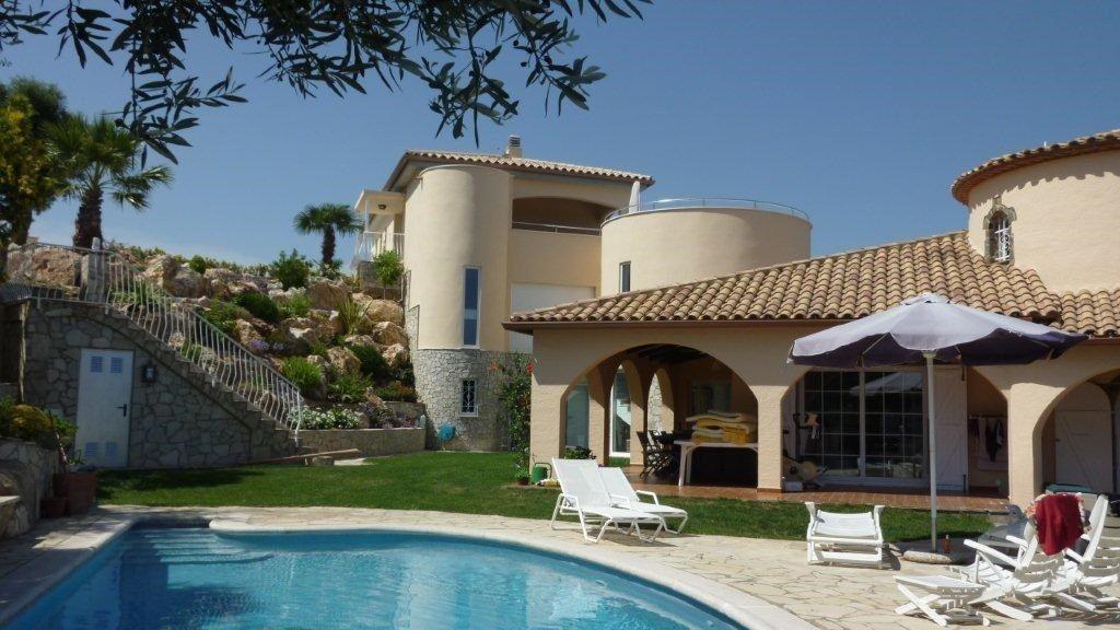 75284257 2929650 foto 992467 - Costa, precio y fusión de estilos protagonizan esta magnifica villa en Calonge (Girona)