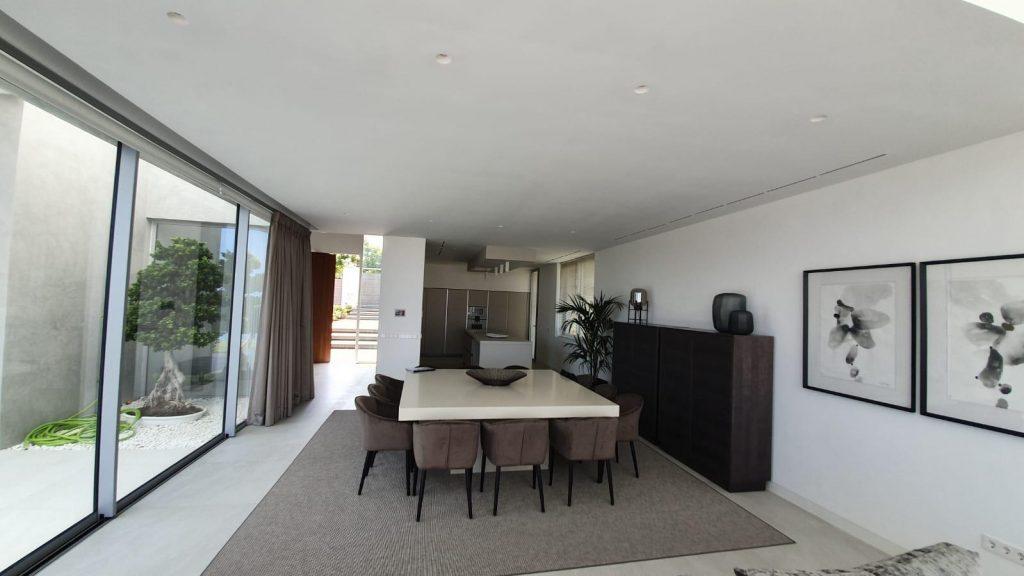 76019569 2978815 foto113332378 1024x576 - Puro diseño en esta villa en Nagüeles-Milla de Oro (Marbella)