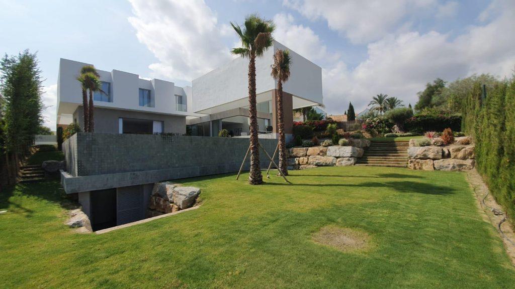 76019569 2978815 foto113332384 1024x576 - Puro diseño en esta villa en Nagüeles-Milla de Oro (Marbella)