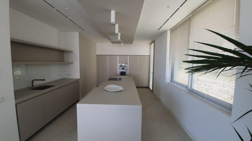 76019569 2978815 foto113332388 1024x576 - Puro diseño en esta villa en Nagüeles-Milla de Oro (Marbella)
