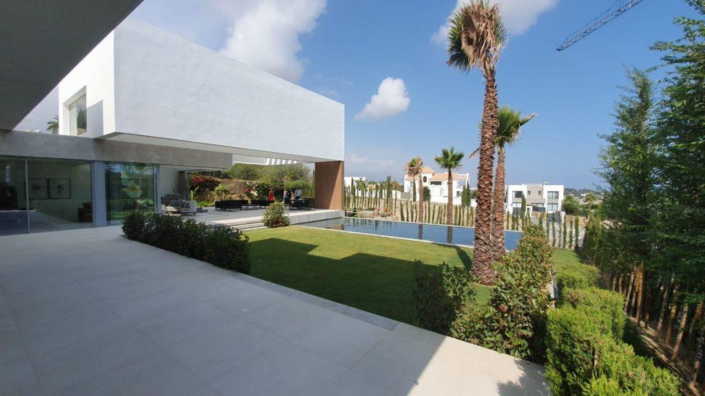 76019569 2978815 foto113332421 1024x576 - Puro diseño en esta villa en Nagüeles-Milla de Oro (Marbella)