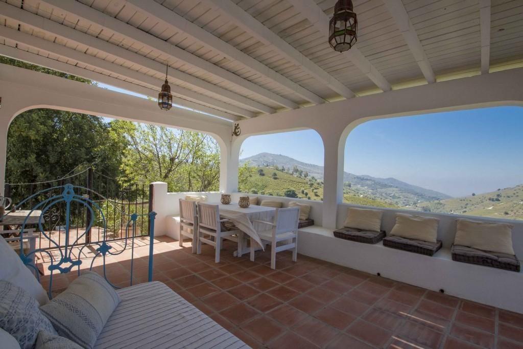 76232881 2977024 foto 601393 1024x683 - Naturaleza y fusión de estilos en un cortijo andaluz en Cómpeta (Málaga)