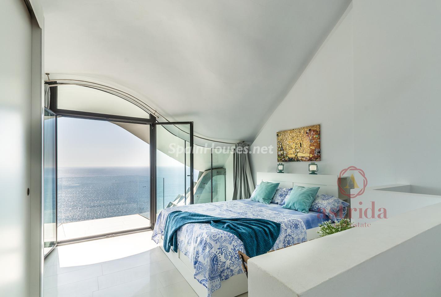79220385 3090047 foto 843610 - Una casa cueva de estilo Gaudí frente al Mediterráneo